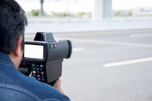 Laserpistole Messung Geschwindigkeit auf Autobahn